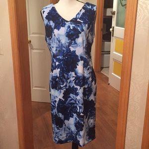 NWT T Tahari blue floral scuba sheath dress, Sz 10